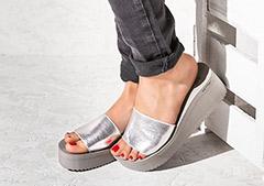 Schöne Sandalen brauchen schöne Füße